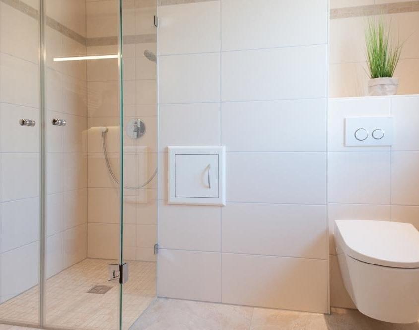 Dusch WC und Wäscheklappe