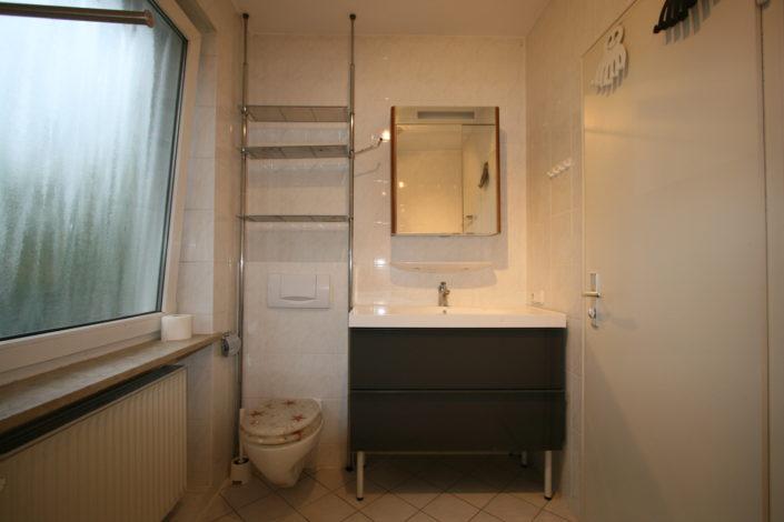 Waschtischanlage vor Badsanierung