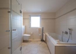 WC mit Unterputzspülkasten