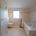 Modernes WC mit Drückerplatte im großen Badezimmer nach Badumbauu