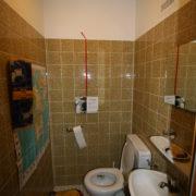 WC klein und schmal vor Badsanierung