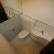 Bisazza Glasmosaikfliesen nach der Badrenovierung im Gäste-WC
