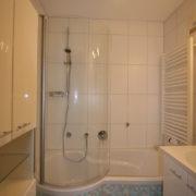 Viel Stauraum im kleinen Bad nach der Badrenovierung