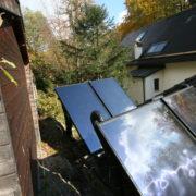 Hochgestellte Solarplatten