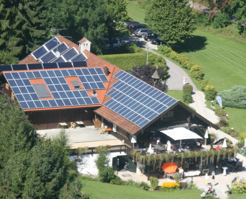 Warmwasserbedarf wurde durch Sonnenenergie für Golfplatz gedeckt