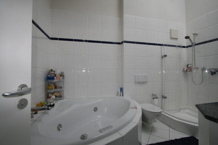 Vor Badsanierung wenig Platz im Bad