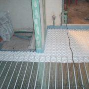 Fertigstellung einer Fußbodenheizung im kleinen Bad