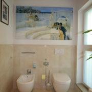 Toilette und Bidet im italienischen Stil nach Badezimmerrenovierung