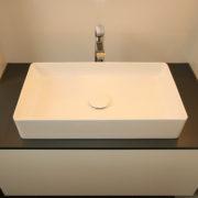 Aufsatzwaschbecken im kleinen Badezimmer