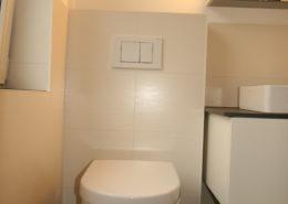 WC geschickt integriert im kleinen Bad