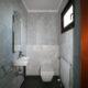 Kleines Gäste-WC mit Fenster
