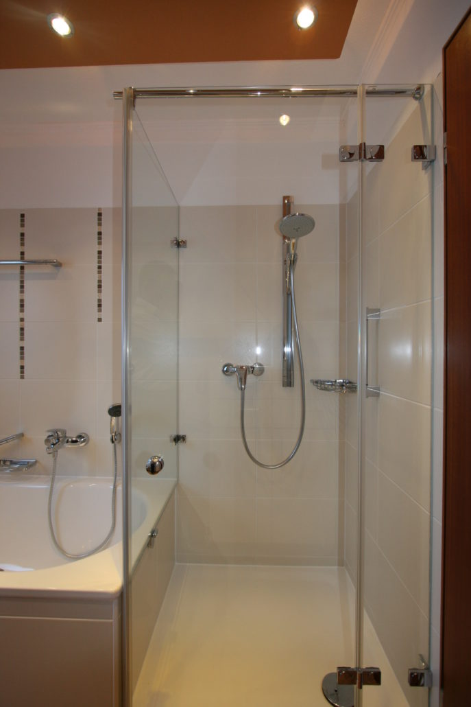 ... Kleines Bad Mit Wanne Und Dusche ...