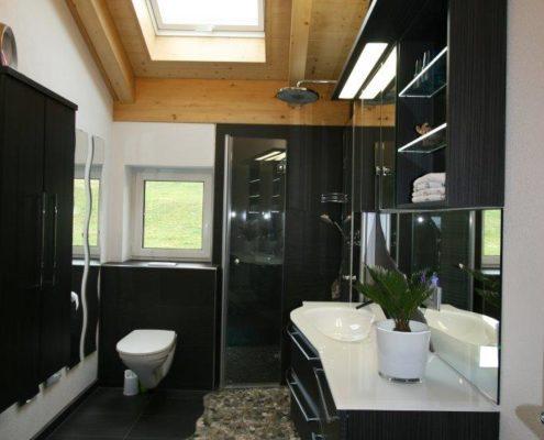 Badezimmer mit viel Stauraum nach Badumbau