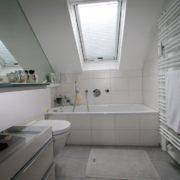 Viel Stauraum im kleinen Badezimmer
