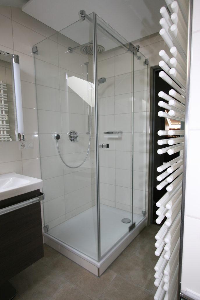 Großzügige Dusche Im Schmalen Bad Nach Badumbau ...