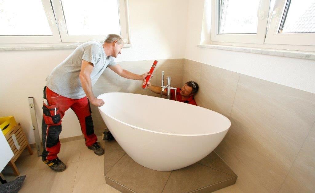 Badexperten bei der Arbeit