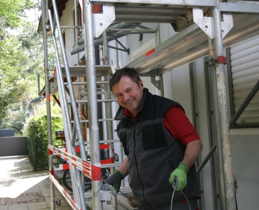 Einsatz eines Treppenturms zur Beseitigung des Bauschutts