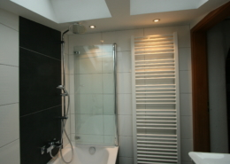 Dusche in der Badewanne integriert