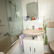 Bad mit Duschabtrennug vorher
