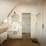 Kleines Bad im Dach vor Haussanierung