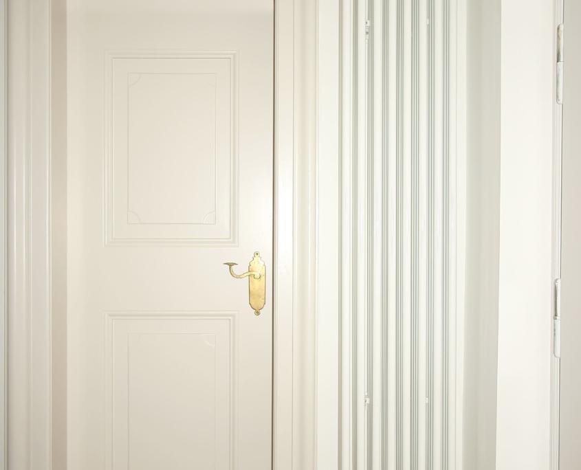 Neue Türe und Heizkörper nach Haussanierung