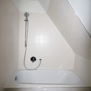Dusche in der Dachschräge nach Haussanierung
