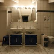 Zwei Waschbecken vorher